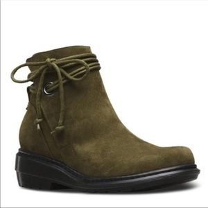 Dr. Martens Shelby boot